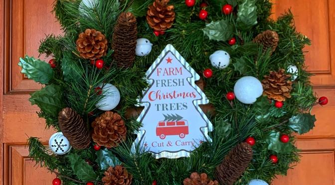 Christmas Decor On a Budget: Thrifted Christmas Wreath DIY